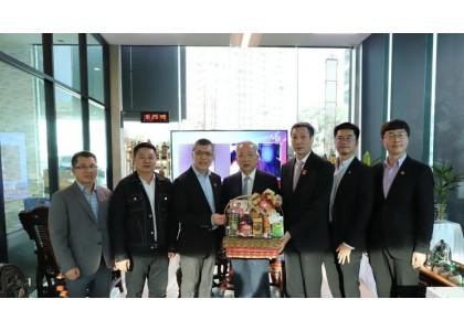 泰中侨商联合会邝锦荣主席率团向泰国和平统一促进会总会王志民会长祝贺新年